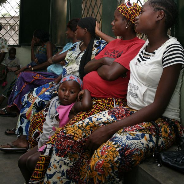 Todler in waiting room - CNS Vitamine - Kinshasa - RDC